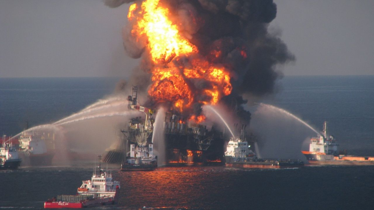 2010 <br>Explosion de la plate-forme pétrolière Deepwater