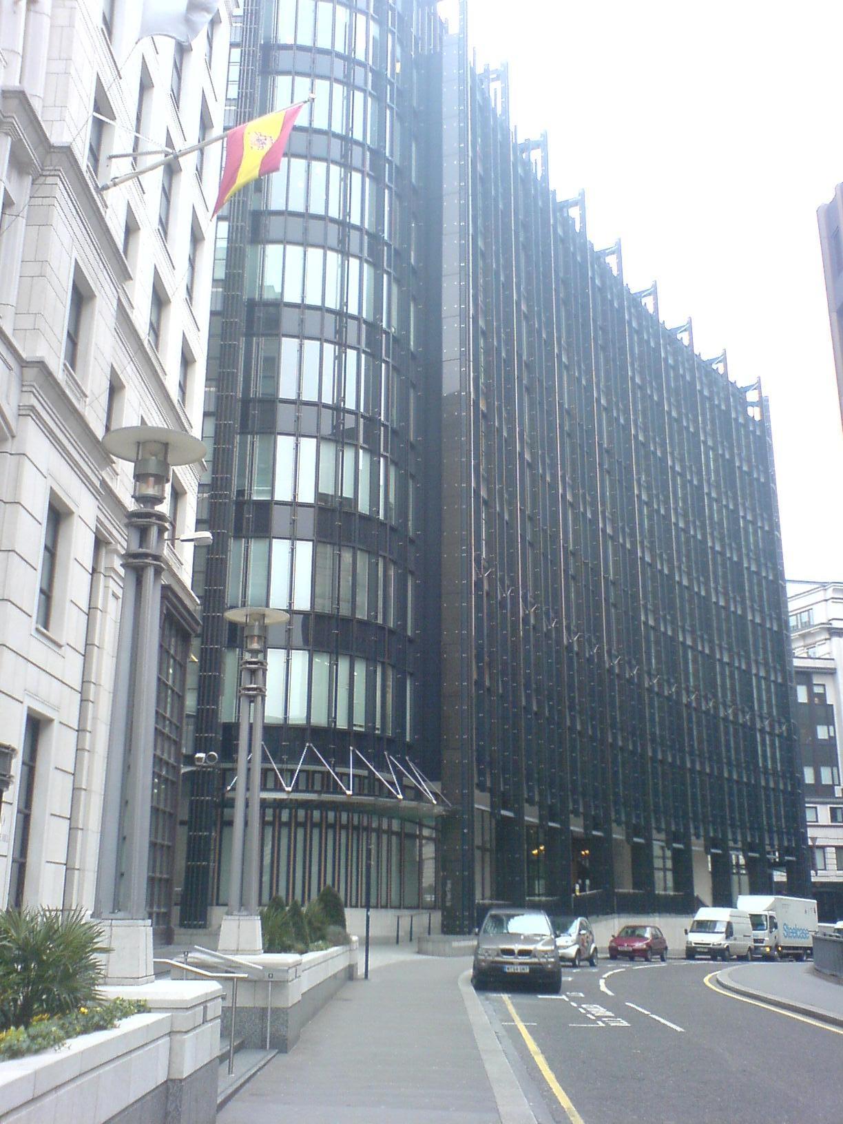 1999 <br>Lancement d'un premier indice mondial de durabilité par les entreprises (Dow Jones Sustainability Indexes)